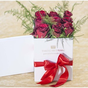 Roses bouquet in a white box