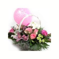 Καλάθι με άνθη για νεογέννητα κοριτσάκια