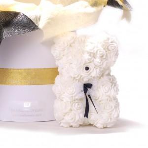 Teddy bear,synthetic roses
