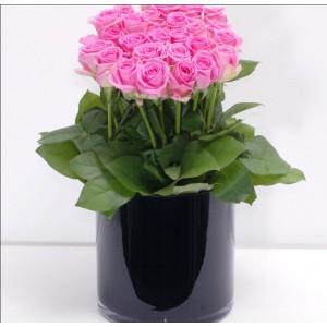 Σύνθεση με 30 ροζ τριαντάφυλλα
