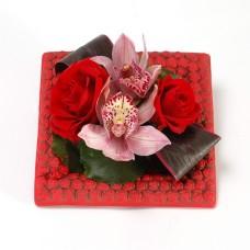 Σύνθεση με τριαντάφυλλα & ορχιδέες