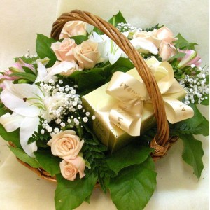 Arrangement  of roses and pralines