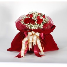 Βελούδινο πουγκί με τριαντάφυλλα