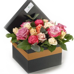 Box with pastel colour roses