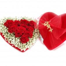 Βελούδινη Καρδιά με Τριαντάφυλλα